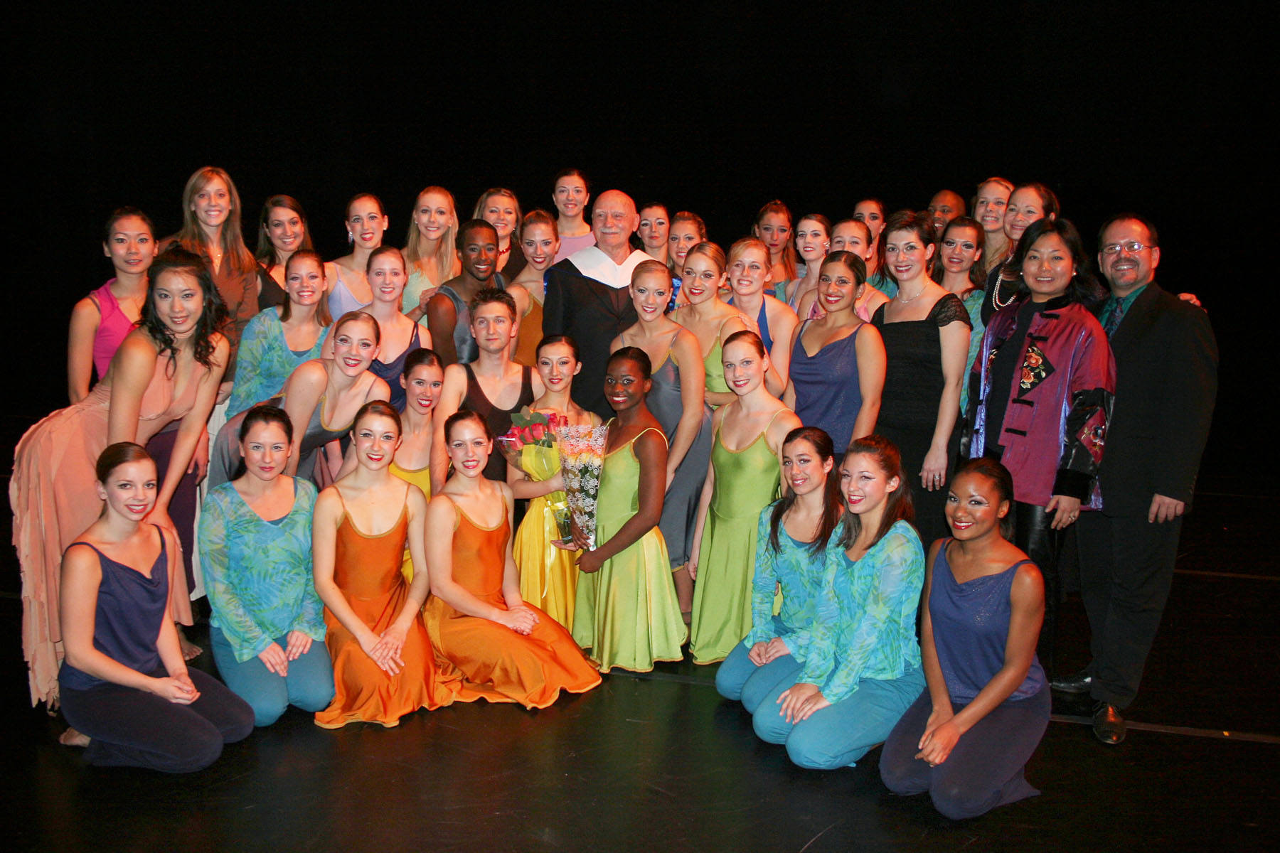 Murray Louis with Shenandoah Conservatroy dance students + faculty and staff