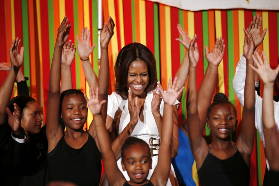 U.S. first lady Michelle Obama dances onstage during the Turnaround Arts Talent Show at the White House in Washington May 20,  2014.  Turnaround Arts is a program to help turn around low-performing schools and increase student achievement through arts education.  REUTERS/Kevin Lamarque